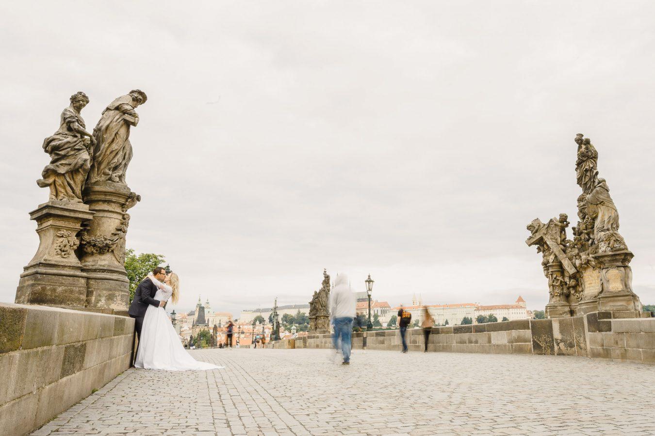 Wedding photoshoot at Charles Bridge