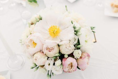 kvetinová výzdoba na svadbe