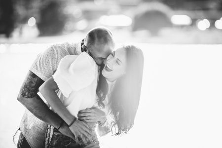 Black and white engagement picture_photographer in Slovakia